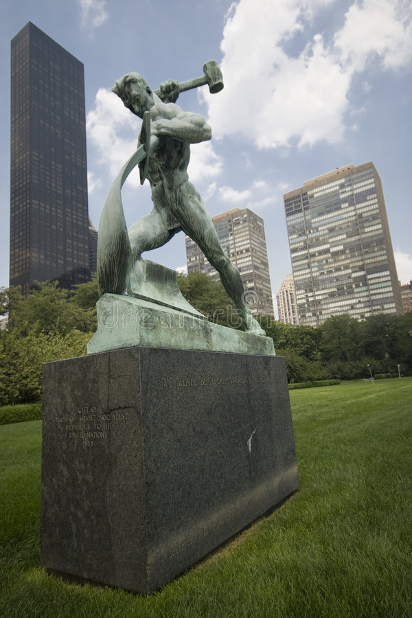 New York Downtown. Man with the Hammer at NATO headquarter park in New York Downtown - New York 2007 stock image