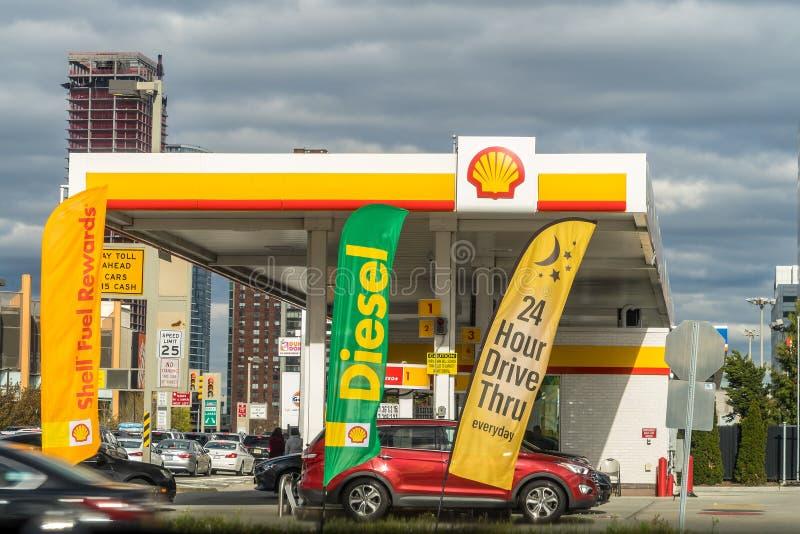 New York, Etats-Unis - 29 avril 2018 : Station de carburant de Shell dans le Lower East Side, Manhattan images stock