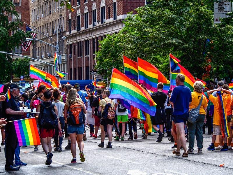 New York, Etats-Unis - les gens dans le d?fil? gai de New York image libre de droits