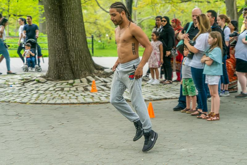 NEW YORK, ETATS-UNIS - 5 MAI 2018 : Danseurs de rue de Central Park à Manhattan New York photo stock