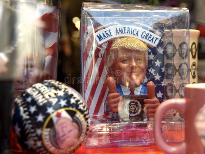 New York, Etats-Unis - 24 mai 2018 : Souvenirs comportant Donald Trump i images stock