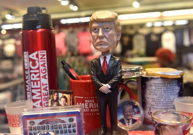 New York, Etats-Unis - 31 mai 2018 : Tête de secousse de Donald Trump l'autre sou images libres de droits
