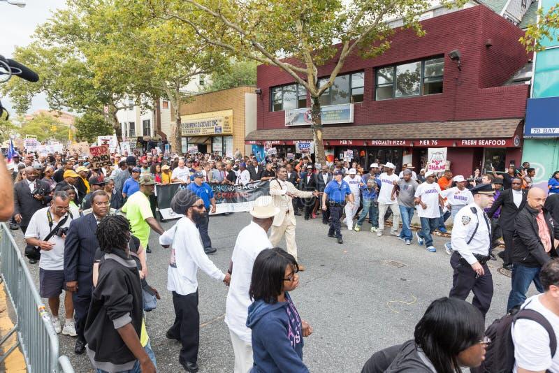 NEW YORK, EUA - 23 DE AGOSTO DE 2014: março dos milhares em Staten Islan imagem de stock royalty free