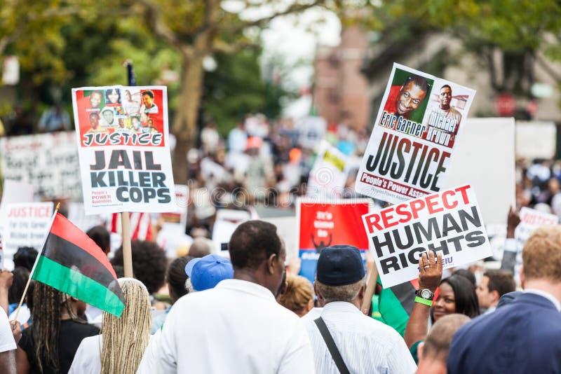 NEW YORK, EUA - 23 DE AGOSTO DE 2014: março dos milhares em Staten Islan fotografia de stock royalty free