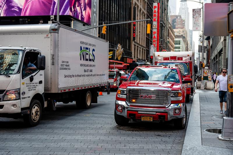 New York, EUA - 6 de junho de 2019: Carro de NYFD estacionado no Midtown Manhattan - imagem fotografia de stock royalty free