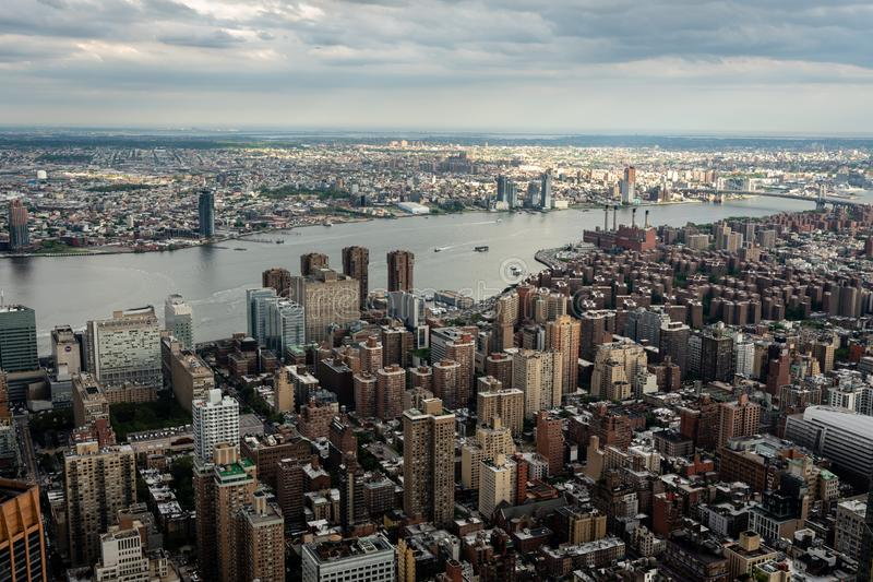 New York, EUA - 6 de junho de 2019: New York City Vista aérea panorâmico maravilhosa de arranha-céus do Midtown de Manhattan - im foto de stock