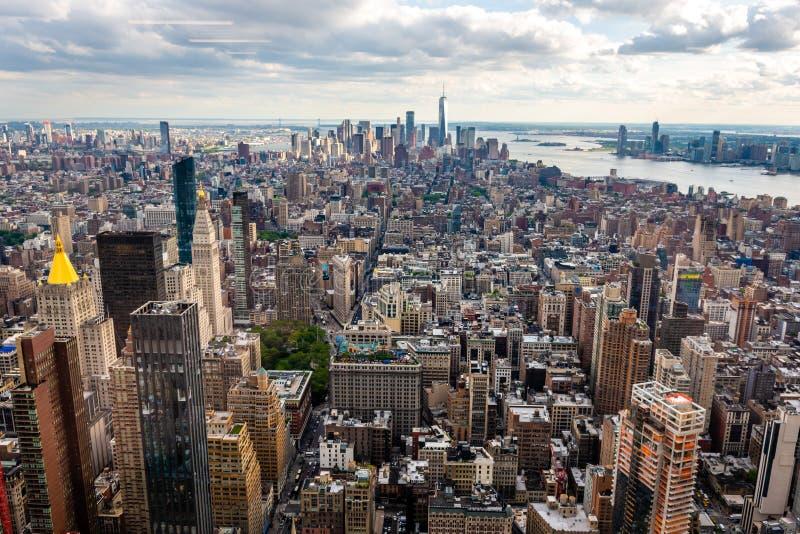 New York, EUA - 6 de junho de 2019: New York City Vista aérea panorâmico maravilhosa de arranha-céus do Midtown de Manhattan - im foto de stock royalty free
