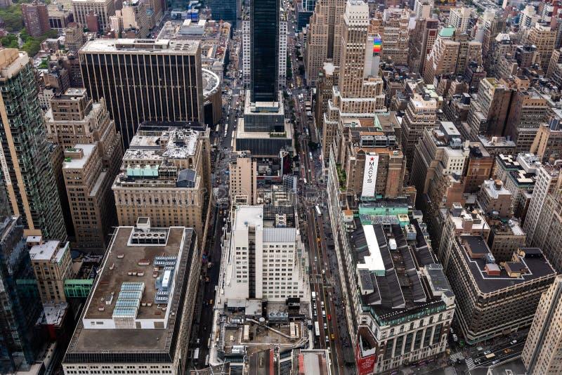 New York, EUA - 6 de junho de 2019: New York City Vista aérea panorâmico maravilhosa de arranha-céus do Midtown de Manhattan - im imagem de stock royalty free