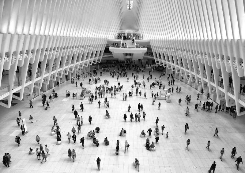 New York, EUA - 10 de junho de 2018: Povos no World Trade Center de Westfield em New York City imagem de stock royalty free