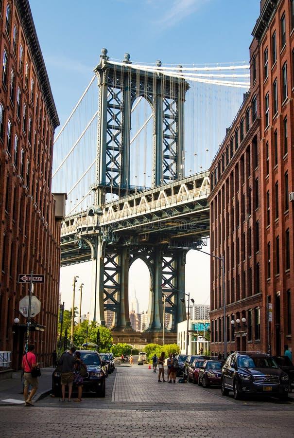 NEW YORK, EUA - 8 de setembro de 2016: Ponte de Manhattan de um ocupado foto de stock