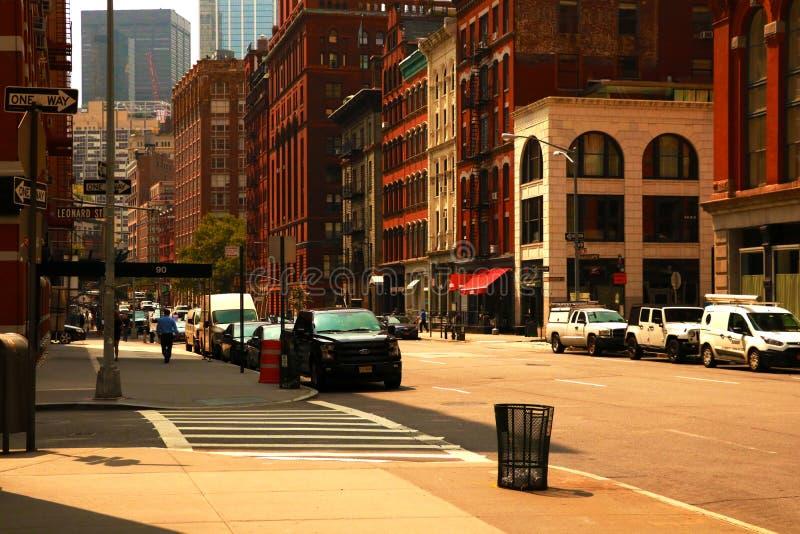 New York, EUA - 2 de setembro de 2018: Estrada da rua de New York City em Manhattan Fundo grande urbano do conceito da vida urban imagens de stock