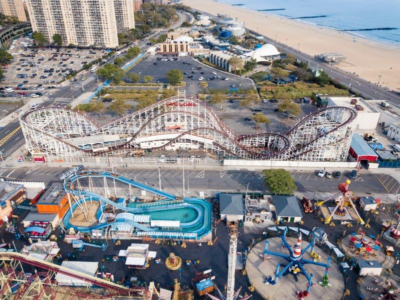 NEW YORK, EUA - 26 DE SETEMBRO DE 2017: Parque de diversões do Coney Island imagem de stock