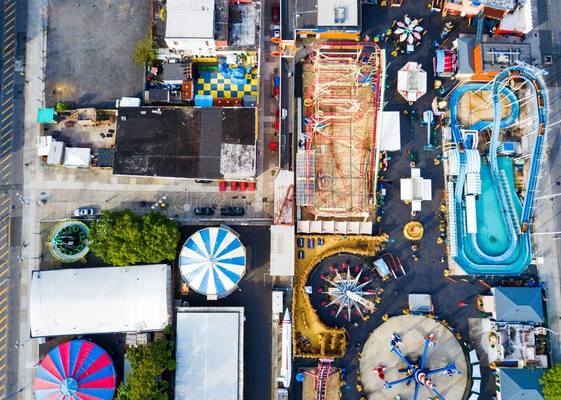 NEW YORK, EUA - 26 DE SETEMBRO DE 2017: Parque de diversões do Coney Island foto de stock