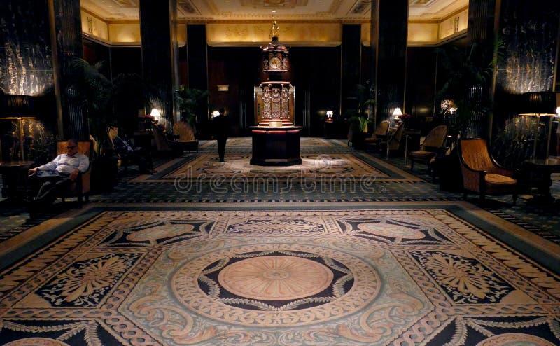 New York Förenta staterna AUGUSTI 24TH 2016 Waldorf Astoria klocka royaltyfri fotografi