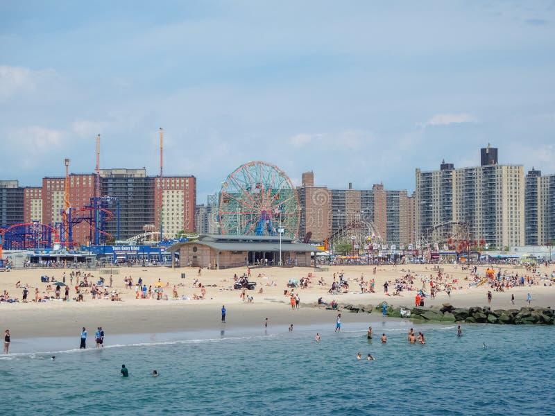 New York - Förenta staterna, Coney Island strand i New York arkivfoto