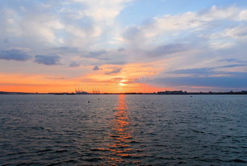 New York hamn på solnedgången royaltyfri bild