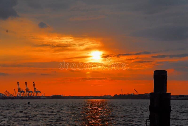 New York hamn på solnedgången fotografering för bildbyråer
