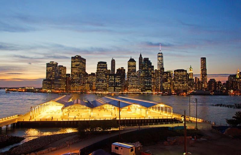 New York : horizon vu de la promenade de Brooklyn Heights au coucher du soleil le 16 septembre 2014 photo stock