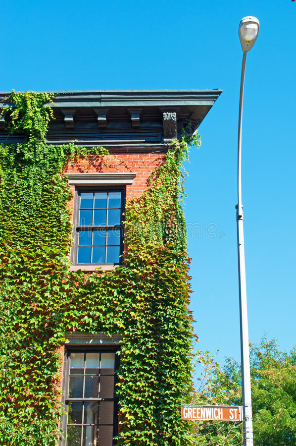 New York: a house covered in ivy in Greenwich Village on September 15, 2014. New York City, Nyc, the Big Apple, Manhattan, United States of America, Usa stock photos