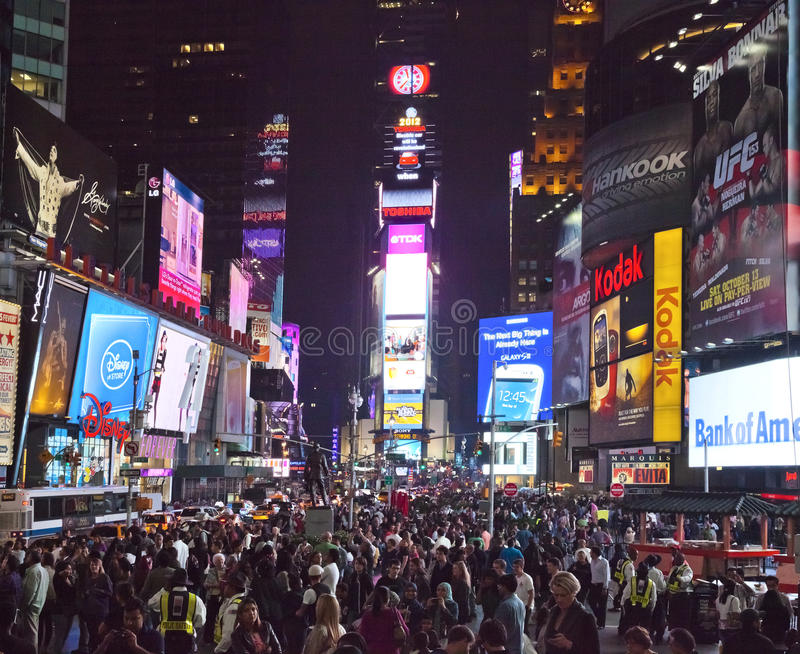 NEW YORK - IL 28 SETTEMBRE: Times Square, pieno dei turisti immagini stock libere da diritti