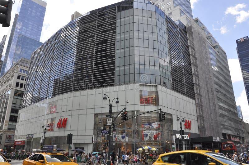 New York, am 2. Juli: H&M Store in Midtown Manhattan von New York City in Vereinigten Staaten stockfotografie