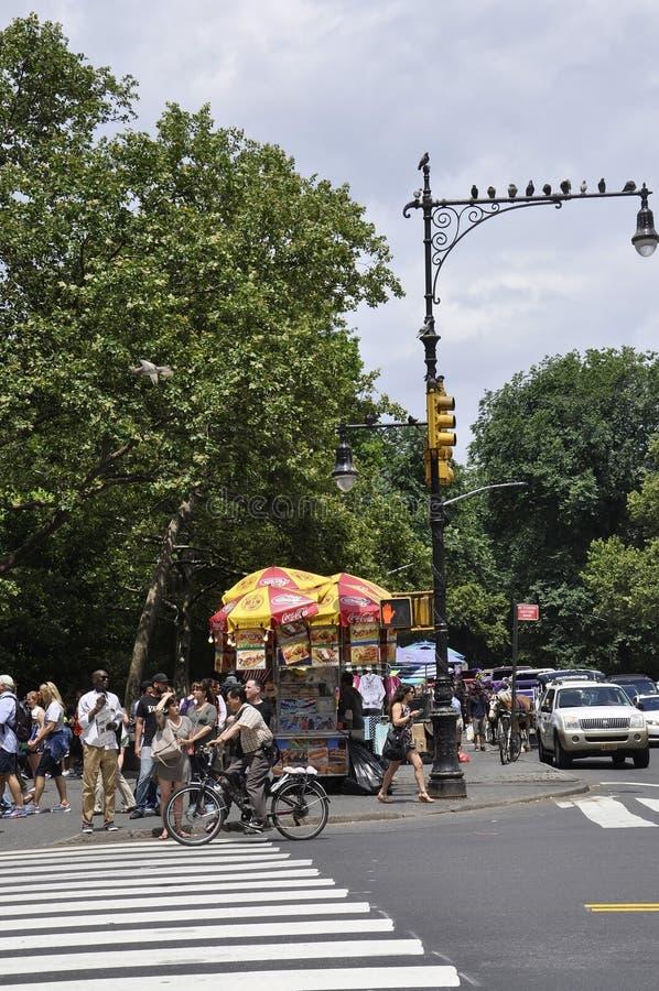 New York, le 1er juillet : Chariot de nourriture de Central Park dans Midtown Manhattan de New York City aux Etats-Unis photo libre de droits