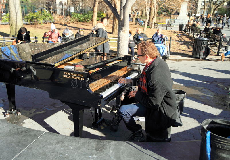 New York, Manhattan: Pianospeler in Washington Square Park royalty-vrije stock fotografie