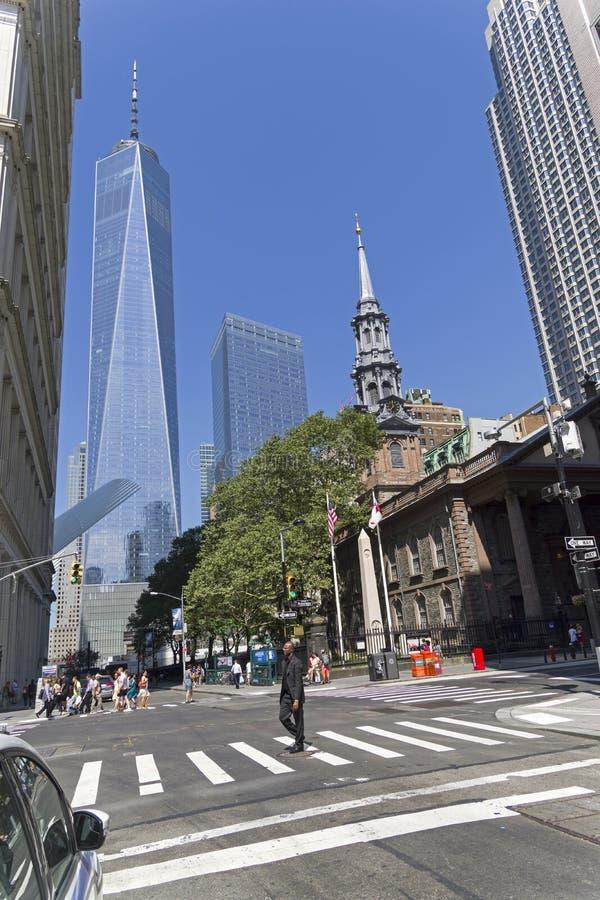 New York, Manhattan Vista de Broadway para o reboque da liberdade imagens de stock