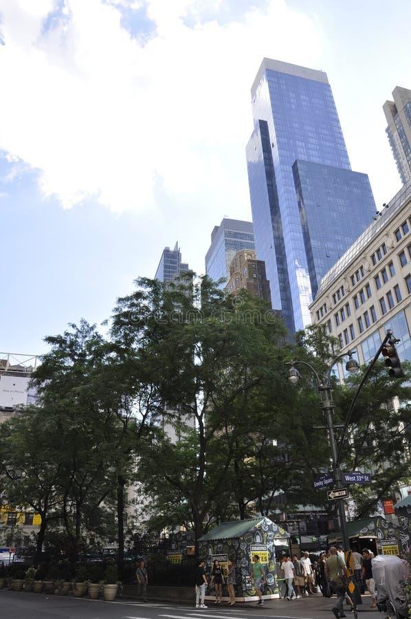 New York 2nd Juli: Greeley fyrkant i midtownen Manhattan från New York City i Förenta staterna royaltyfria bilder