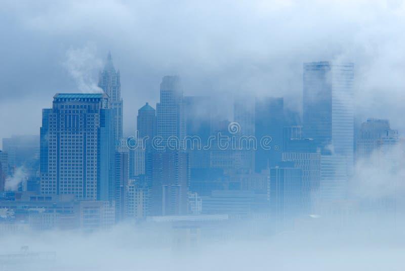 New York in nebbia immagini stock