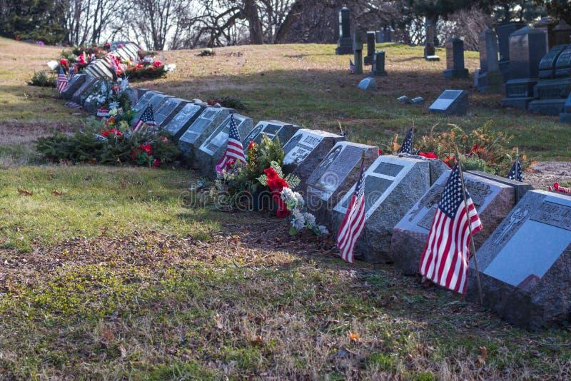 New York, neues YorkUSA- 6. Januar 2019: Ansicht von Gräbern und von Skulpturen in Wald-Kirchhof in Brooklyn, New York lizenzfreie stockfotos