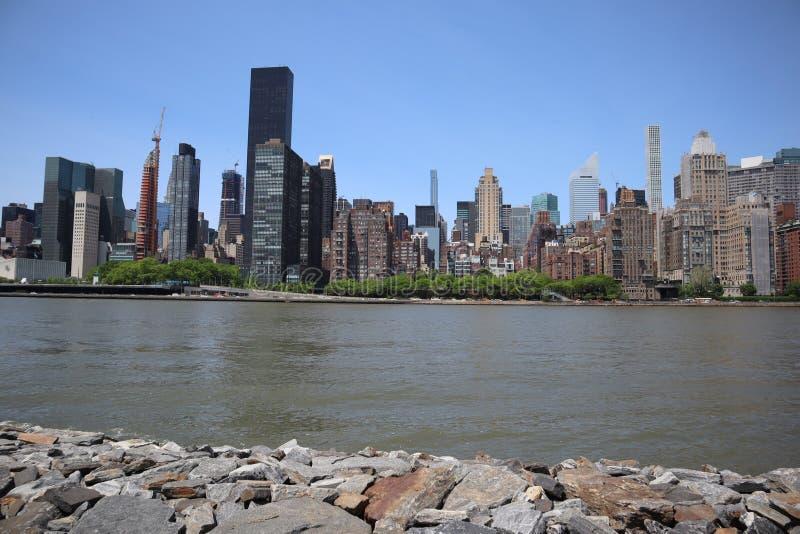 New York, NY, de V.S. - 23 MEI, 2019 - de uit het stadscentrum mening van Manhattan van roosevelt Vier Vrijheidspark op Roosevelt royalty-vrije stock fotografie