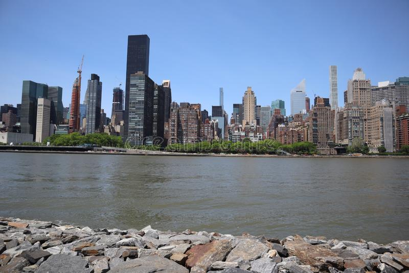 New York, NY, Etats-Unis - 23 MAI 2019 - vue de Midtown Manhattan de parc de libert? de Roosevelt quatre sur Roosevelt Island, Ne image stock