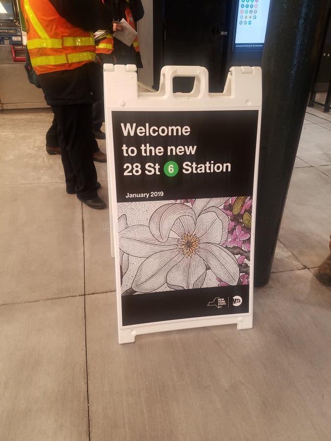 New York, NY/EUA - 14 de janeiro de 2019: Reabertura da estação da rua do MTA 28o no metro da avenida de Lexington de 6 trens fotografia de stock royalty free
