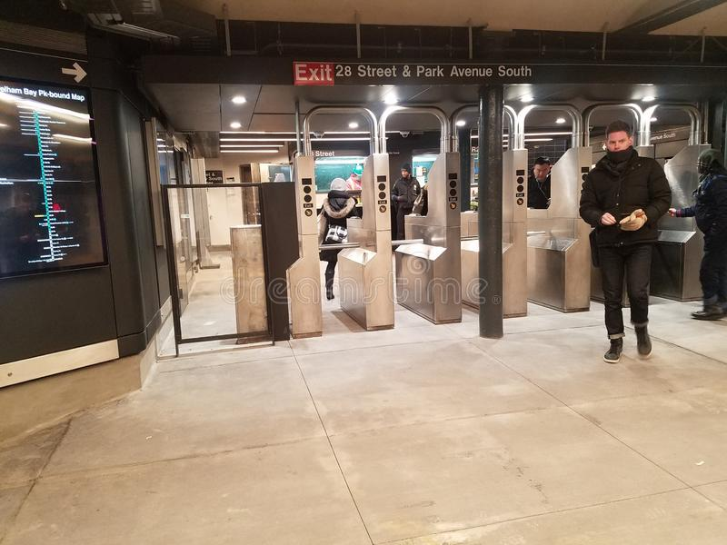 New York, NY EUA, o 16 de janeiro de 2019: reabriu recentemente a estação de metro, estação da rua do MTA 28o na linha da avenida imagens de stock