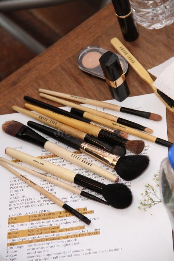 NEW YORK, NY - 16 juin : Un kit de maquillage sur la table à l'arrière plan images stock