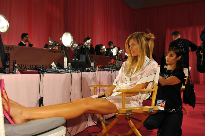 Download NEW YORK, NY - NOVEMBER 13: Model Constance Jablonski Prepares At The 2013 Victoria's Secret Fashion Show Editorial Stock Image - Image: 35259604