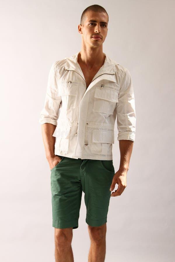 NEW YORK NY - SEPTEMBER 06: En modell poserar på den Sergio Davila modepresentationen royaltyfria bilder