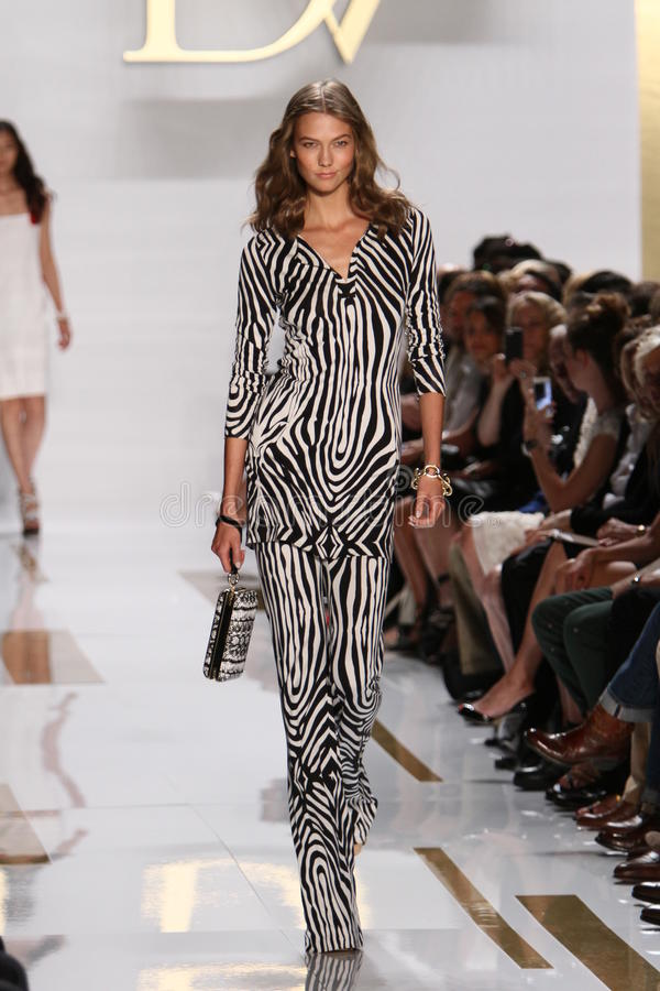 NEW YORK, NY - SEPTEMBER 08: Karlie Kloss walks the runway during the Diane Von Furstenberg fashion show. At Lincoln Center on September 8, 2013 in New York royalty free stock image