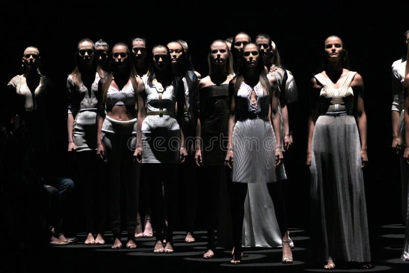 NEW YORK, NY - 4 SEPTEMBRE : Promenade de modèles la finale de piste au défilé de mode de Meskita images stock