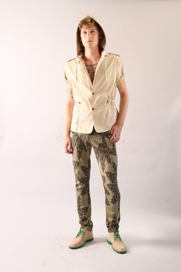 NEW YORK, NY - 6 SEPTEMBRE : Un modèle pose à la présentation de mode de Sergio Davila photos stock