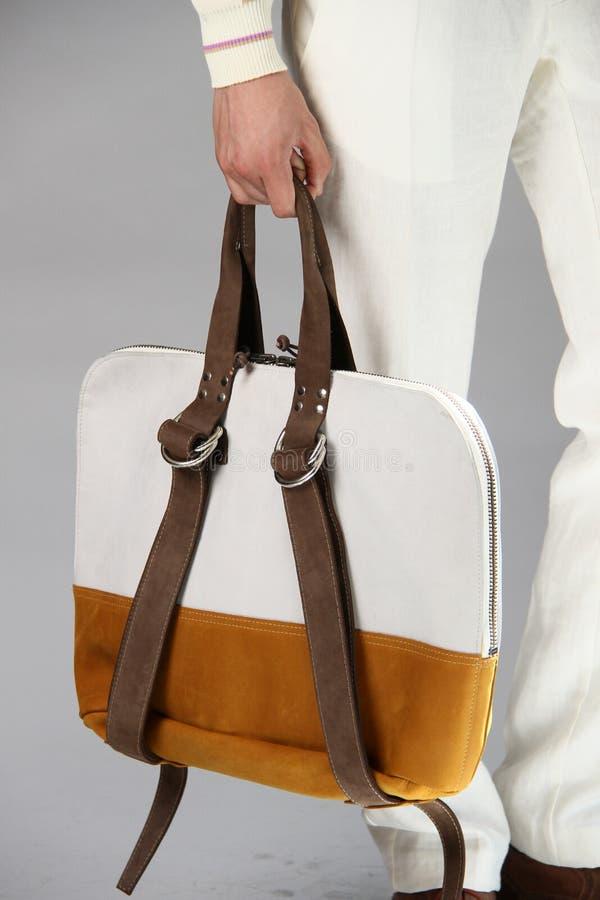 NEW YORK, NY - 6 SEPTEMBRE : Un modèle présente le sac à la présentation de mode de Sergio Davila photographie stock libre de droits