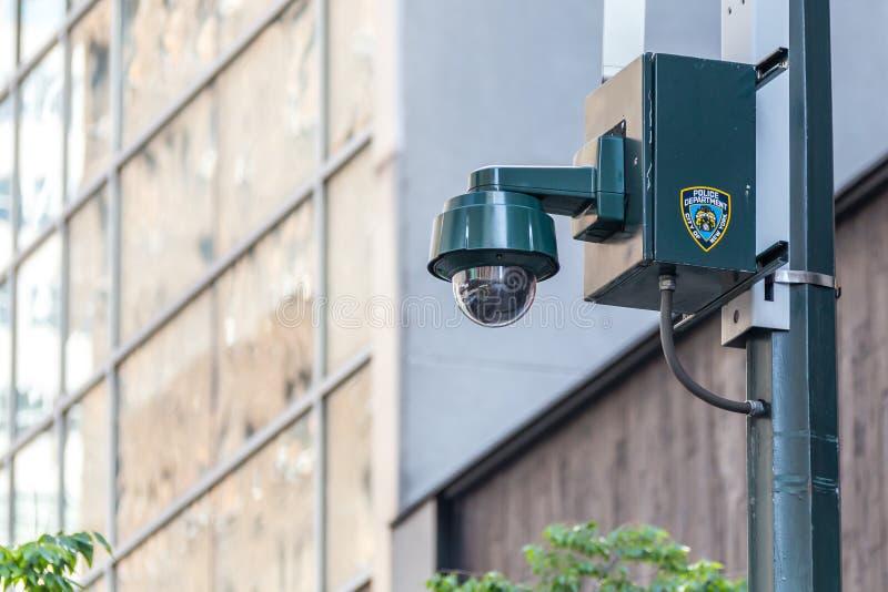 New York, NY, U.S.A. - 17 maggio 2019: Videosorveglianza di sicurezza di NYPD una via in U.S.A. fotografia stock libera da diritti