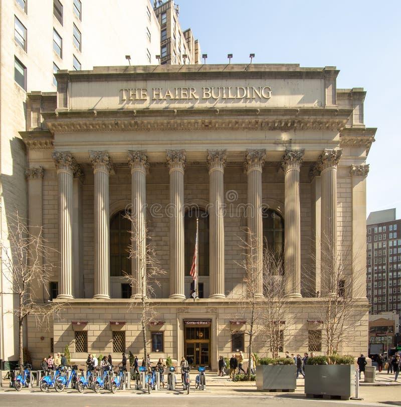 New York, NY /United Staten - breng in de war 20, 2019: Een mening van Gotham Hall tijdens het midden van de dag in Manhattan stock afbeeldingen