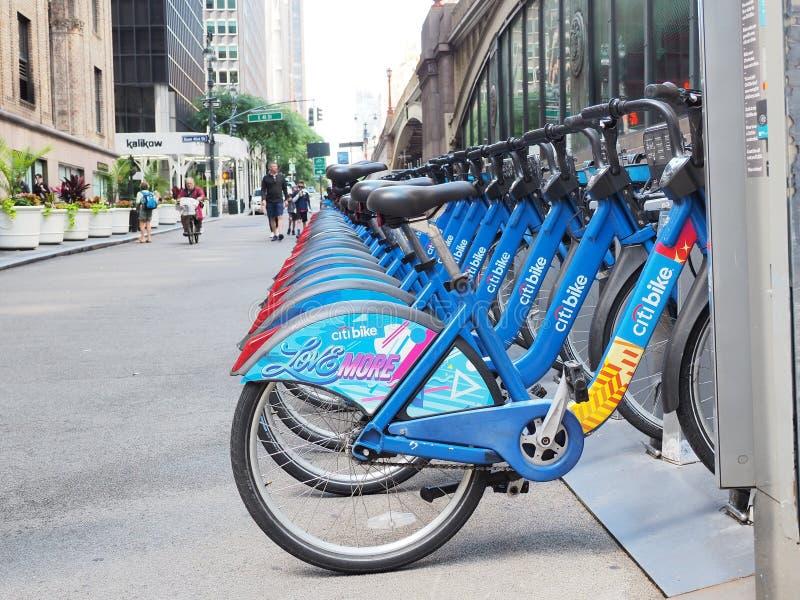 New York NY, USA Cykeln som delar längs gatorna i Manhattan arkivfoton