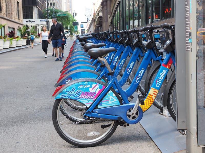New York, NY, USA Das Fahrrad, das entlang den Straßen in Manhattan teilt stockfotografie