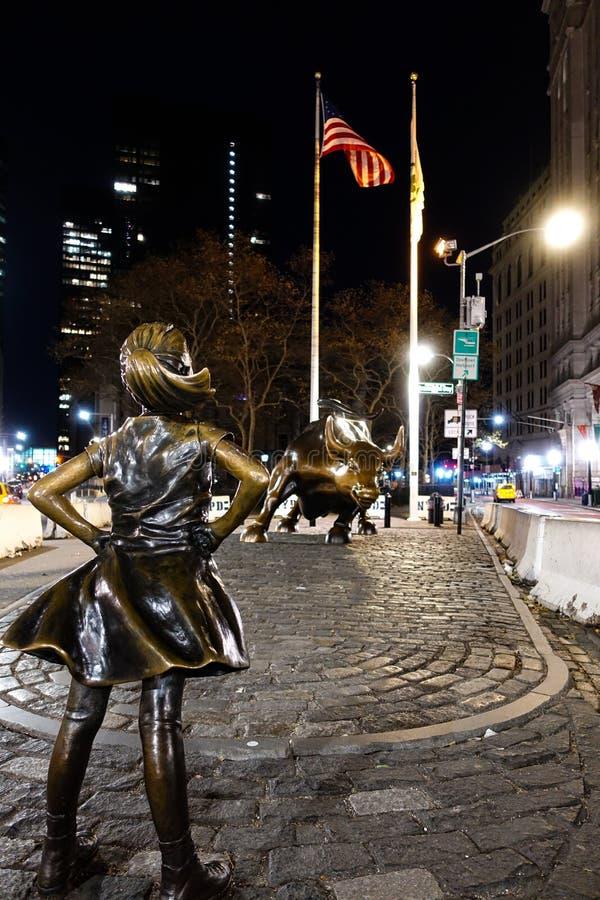 New York, NY /USA - 23 de novembro de 2018: Menina sem medo imagem de stock royalty free