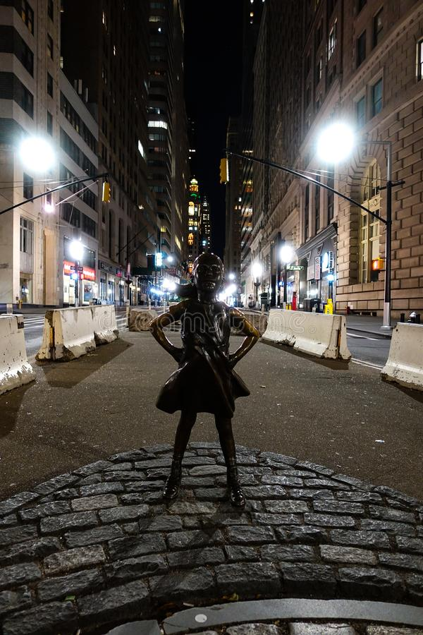 New York, NY /USA - 23 de novembro de 2018: Menina sem medo fotos de stock royalty free