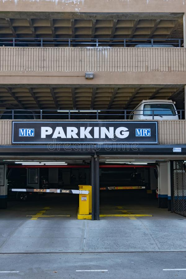 New York, NY/USA - 3/19/2019: Entrata del parcheggio in Manhattan, NYC fotografia stock