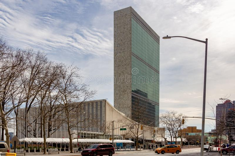 New York, NY/Verenigde Staten - breng in de war 24 2019: Landschapsmening van het Hoofdkwartier van de Verenigde Naties Het wordt stock afbeeldingen